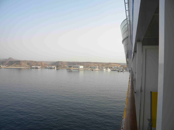 Kreuzfahrtschiff liegt in Sharm El-Sheikh vor Anker