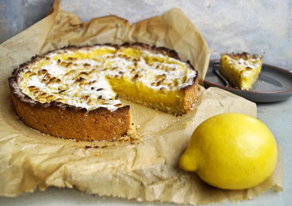 fruchtiger Zitronenkuchen mit cremigem Belag