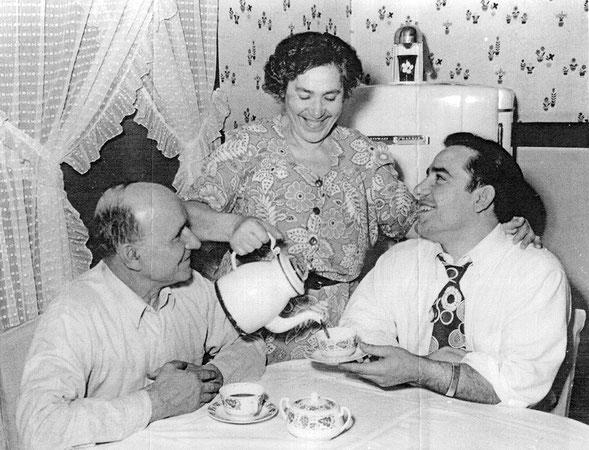 Papà Pietro, mamma Paolina e Yogi (Foto da Yogi Berra Museum)