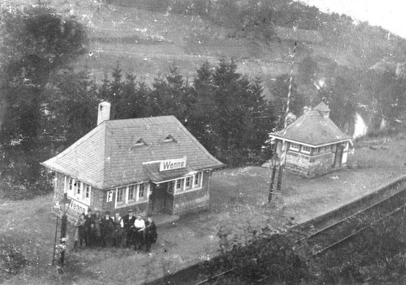 """Die Haltestelle """"Station Wenne"""" nach der Eröffnung der Bahnstrecke im Jahre 1911"""