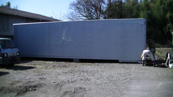 美濃加茂市 中古車屋さんに大型アルミコンテナ納品