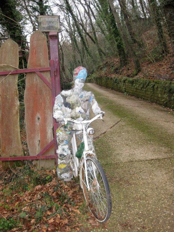 L'ingresso del laboratorio Boschivo,raggiungibile anche in bicicletta