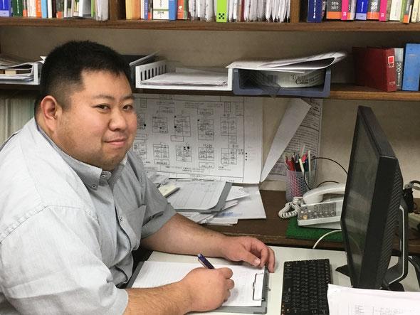 このブログを書いていたら、社長が撮影してくれました。