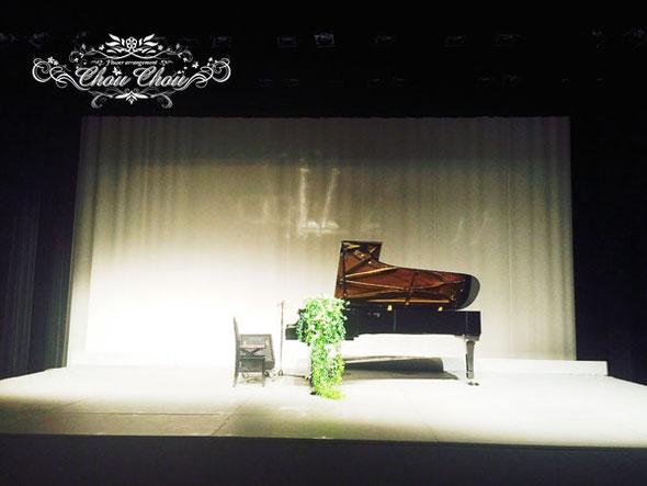 ピアノ 発表会 装花 スタンド花 ステージ イベント 舞台 グリーン 生花 アレンジ