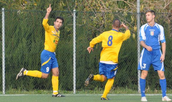 Nella foto l'esultanza di Vittorio Pace dopo il gol del momentaneo vantaggio