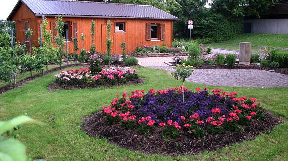 Vereinsheim mit Gartenanlage