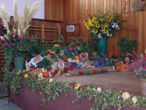 Blumenschrauss beim Erntedankaltar