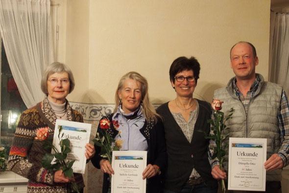 v.r.n.l. Otto Dämpfle, Gerlinde Stölzle und Roswitha Wieczorek werden für 40 Jahre Mitgliedschaft im ASV Waldburg  geehrt. Neben Otto Dämpfle die erste Vorsitzende Marianne Späth