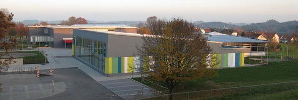 Sporthalle, Schule, Mehrzweckhalle und Bürgersaal