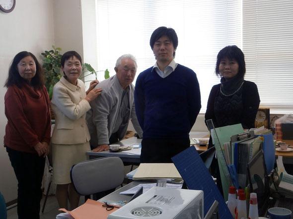 仲村久代代表(左から二人目)