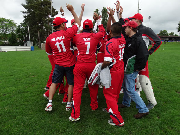 Winterthur Cricket Club team huddle
