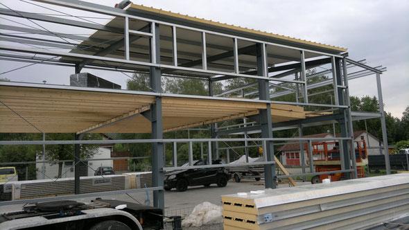 Baustelle Stuttgart-Schorndorf - Erdgeschoss und Obergeschoss mit Balkon und Carport-Anbau