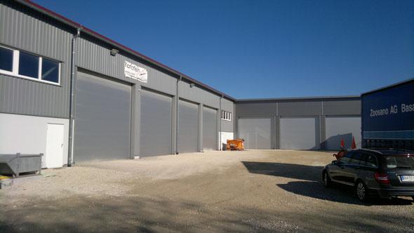 Landwirtschaft und Gewerbehalle in Aalen-Ellwangen  B25mxL48mxTr.H6,72mDN10° mit trapezförmigem  Sonder-Winkelanbau.