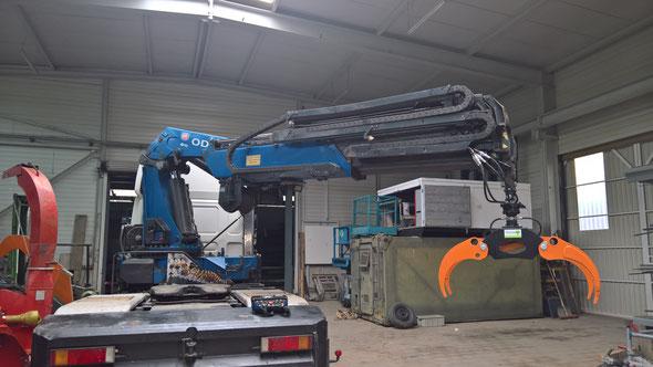 Energiewald und Kurzumtrieb Ernte mit Holzgreifer,  Formi 260 Holzhäcksler und 110 PS Traktor
