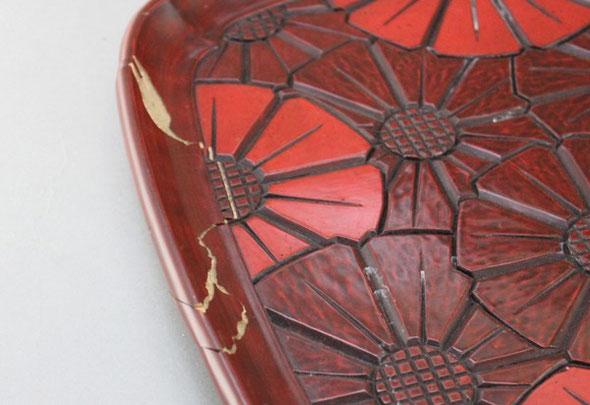 落として割れた鎌倉彫のお盆