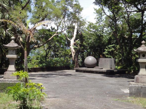 清掃後の 和球の碑