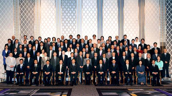 【2011年与国家总理温家宝合影】