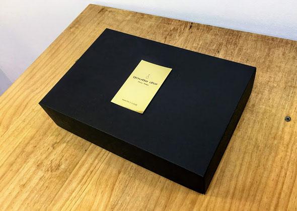 リング作りキットは高級感のある黒いケースに収められ、贈り物として届きます
