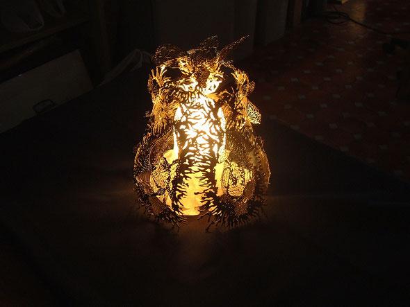 奥野さんの作品(真鍮を使ったテーブルランプ)