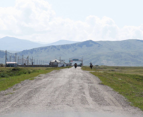 The border crossing in the Karakara valley