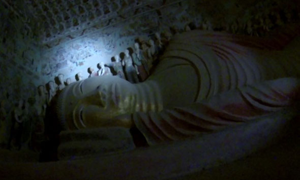 huge sleeping buddha