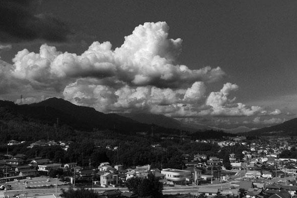 テリーの部屋から見える熊野の風景と雲(クリックで拡大します)