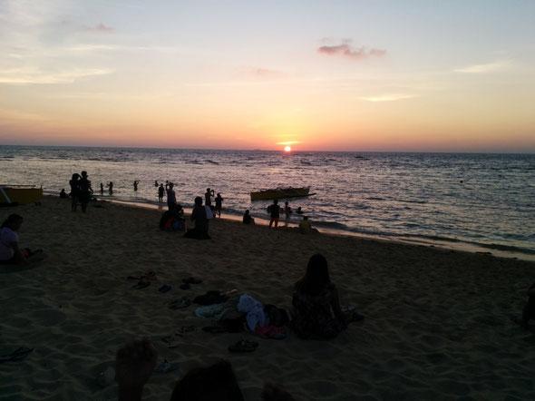 浜辺に海に夕日…最高に綺麗です☆