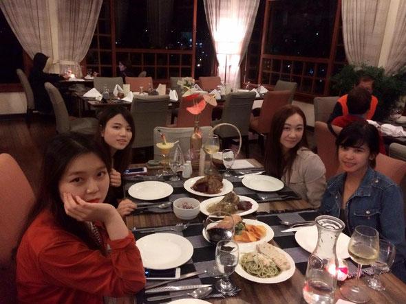 ルームメイトは韓国人と台湾人。フィリピン人の先生も一緒に女子会☆