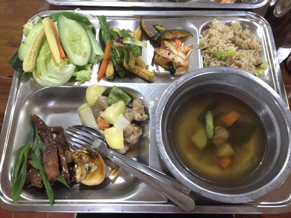 (最近、レストラン通いしてしまったので、朝は野菜を多めにしました☆)