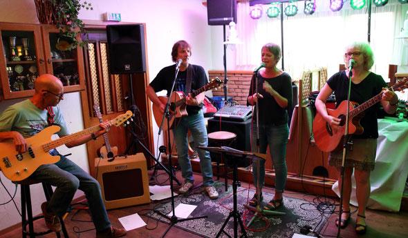 Im Alten Dorfkrug, Enger, 17.8.2018                         (Fotos: Andreas Eßer)