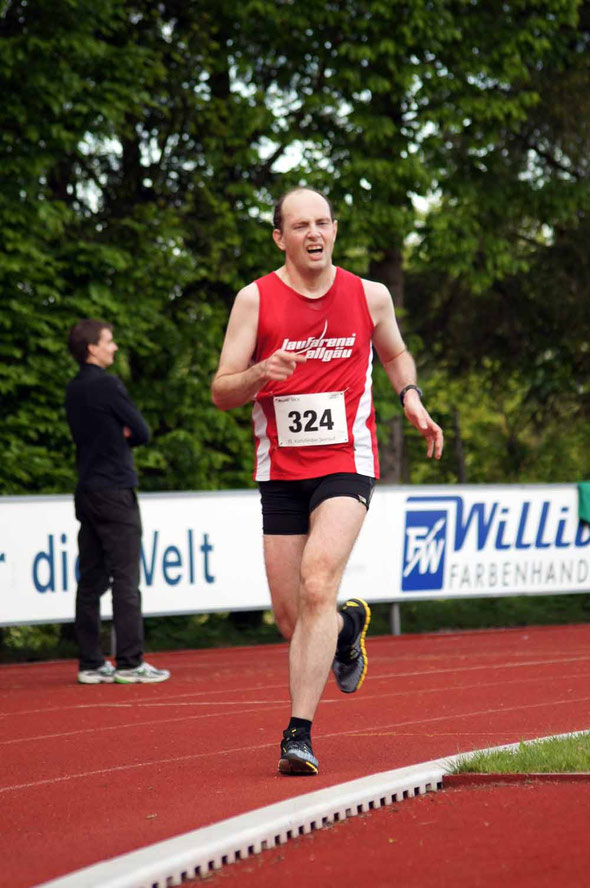 Marco Steiner gibt alles über die 5000 m in Karlsfeld