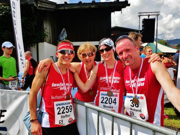 Steffen, Sonja Schoch (LG Bad Waldseer Lauffieber) Moni und Roland glücklich im Ziel