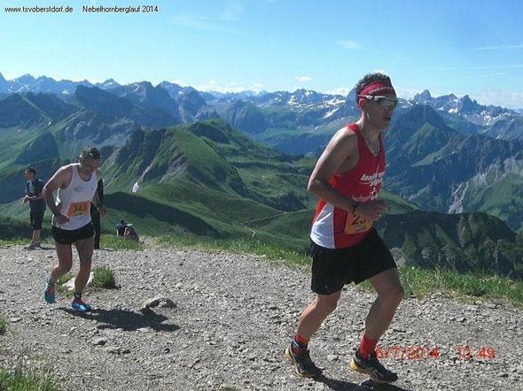 Die letzten Meter für Steffen bis zum Gipfel vor einer Traumkulisse (Bild: Veranstalter)