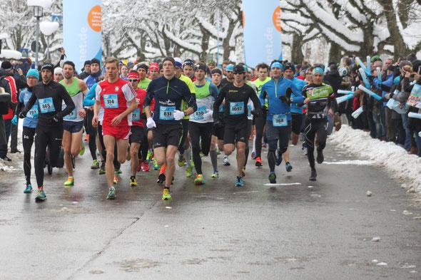 1200 Starter beim 27. Silvesterlauf in Kempten - hinter der 314 läuft Steffen Wittmann (Bild: Laufticker.de / JH)