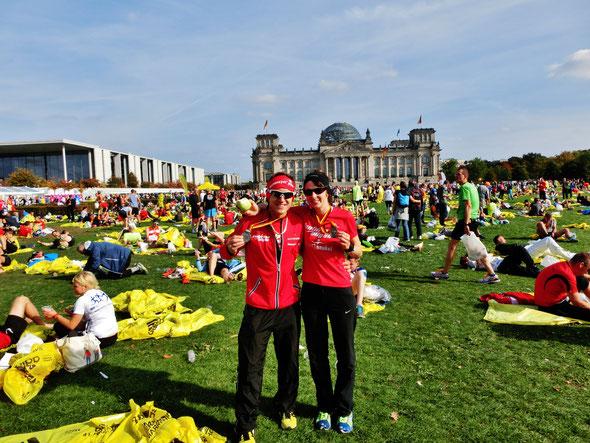 Moni und Steffen vor dem Reichstag in Berlin nach dem Weltrekordrennen