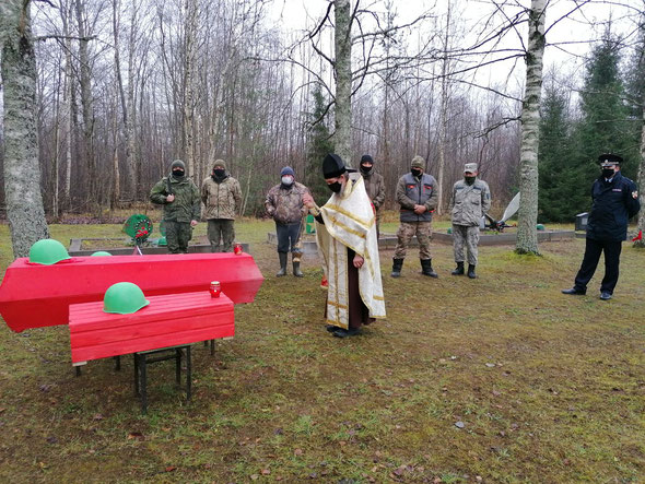 Захоронение обнаруженных останков воинов Красной Армии, Игожево, Демянск, 2020