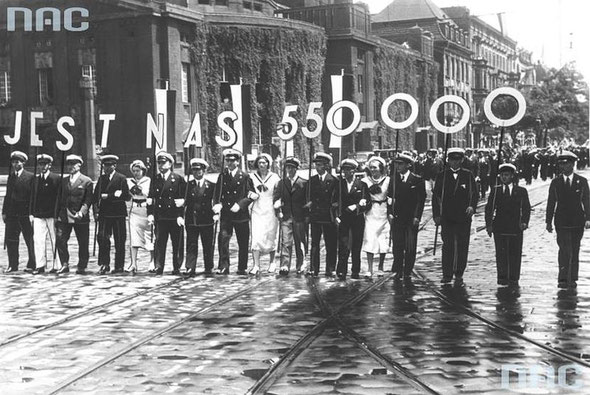 Польские колонисты на марше, нас 550 тысяч / Polish colonists on the march, we are 550 thousand