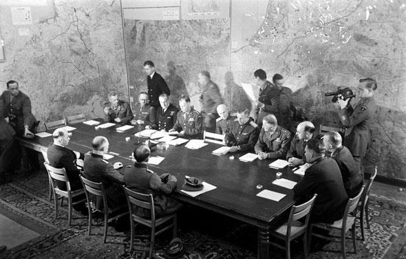 Подписание капитуляции Германии в Реймсе 7.5.1945 г.