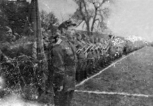 9 мая 1945 г., парад Победы. Строй 100-го отдельного потнонно-мостового батальона перед торжественным прохождением. м. Кляйн-Найдинг, Австрия