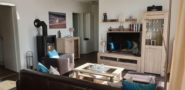 Stilvoll eingerichteter Wohnbereich mit Fußbodenheizung