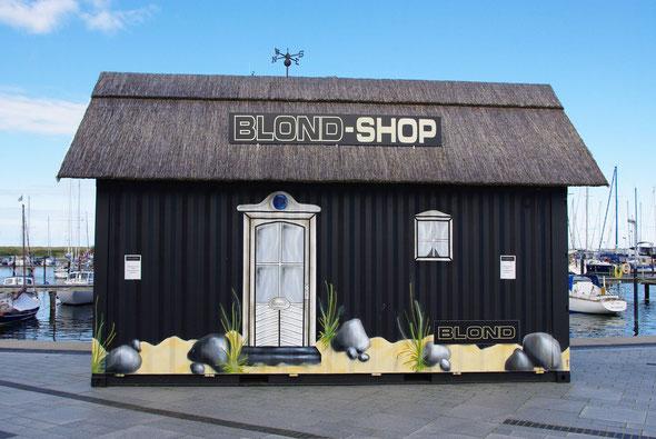 BLOND-SHOP: ein bemalter Container, der im Nu zum Handtaschenshop wird