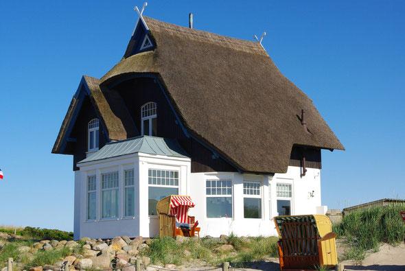 ... herrlich restaurierte alte Reetdachhäuser
