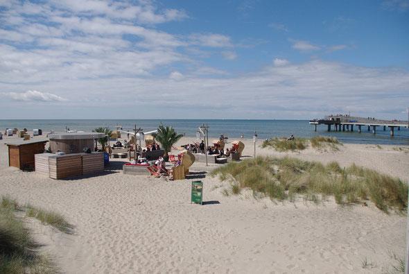 In der Beachlounge an der Seebrücke gibt es leckere Cocktails und Livemusik