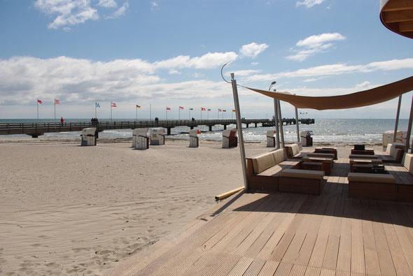Blick von der Beach-Lounge auf die Seebrücke