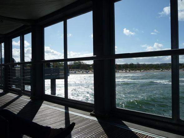 ... Blicke aus der verglasten Lounge der Seebrücke