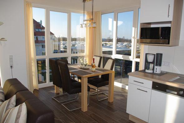 Der helle Essplatz mit Panoramablick, ...