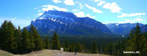"der tunnel mountain im banff np CANADA   ""4 wheels move the body, 2 wheels move the soul"""