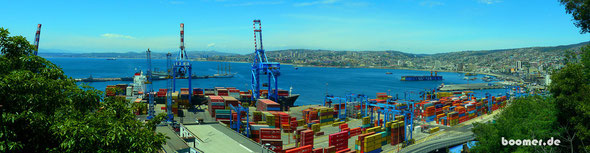 der Hafen von Valparaiso und das benachbarte Vina del Mar