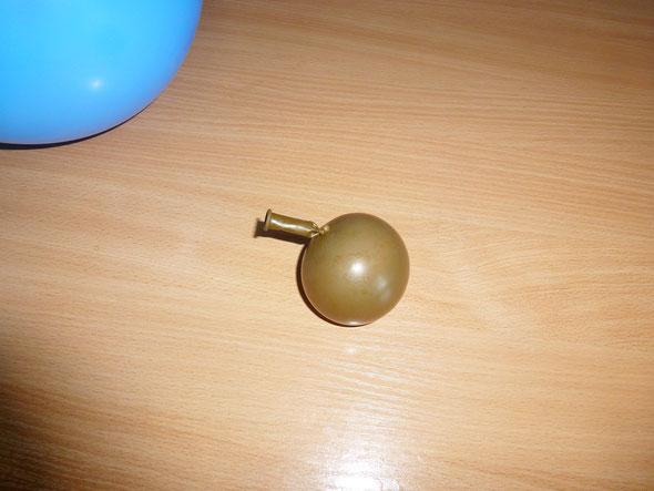 шарик с водой — груз утяжелитель