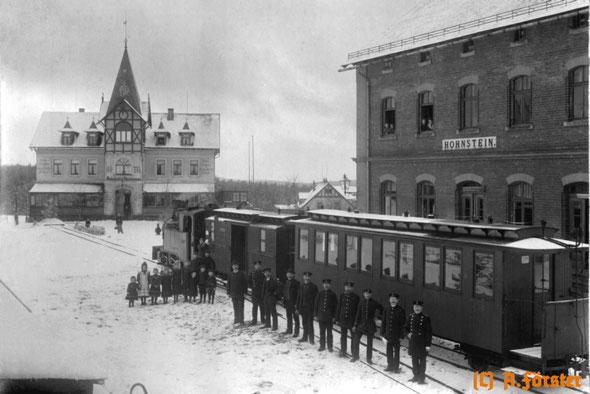 Foto: Ein Zug mit Lokomotive IK im Bahnhof Hohnstein um 1907. Archiv: Axel Förster